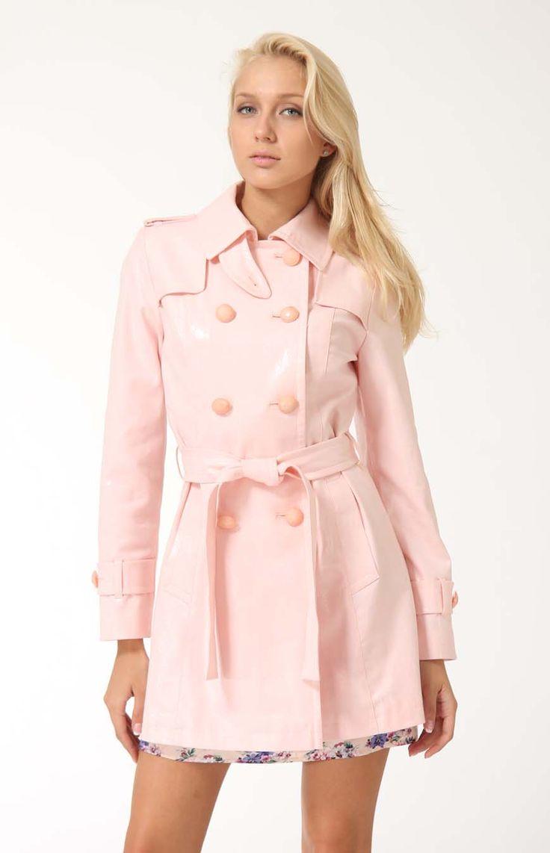 мода весна лето 2018 для женщин после 30: розовый плащ классика
