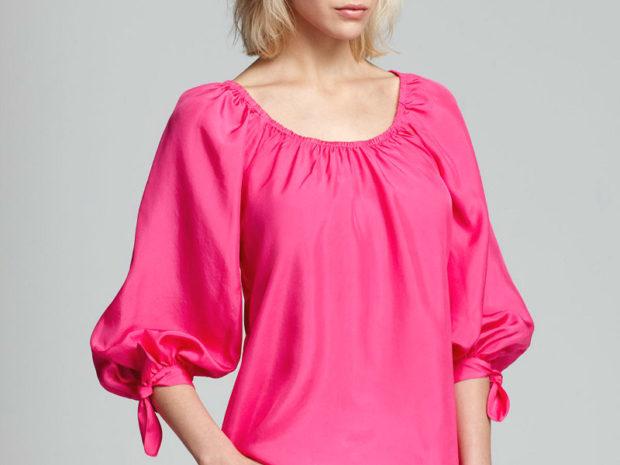 мода весна лето 2018 для женщин после 30: ярка розовая блузка рукав колокол
