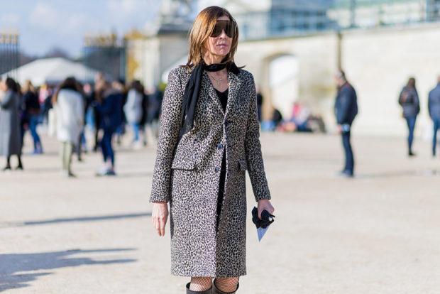 мода весна лето 2018 для женщин 30 лет: пальто в хищный принт по колено