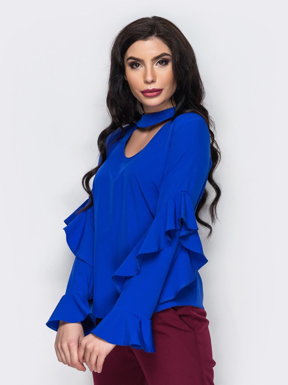 мода весна лето 2018 для женщин 30 лет: синяя блузка рукава с рюшами