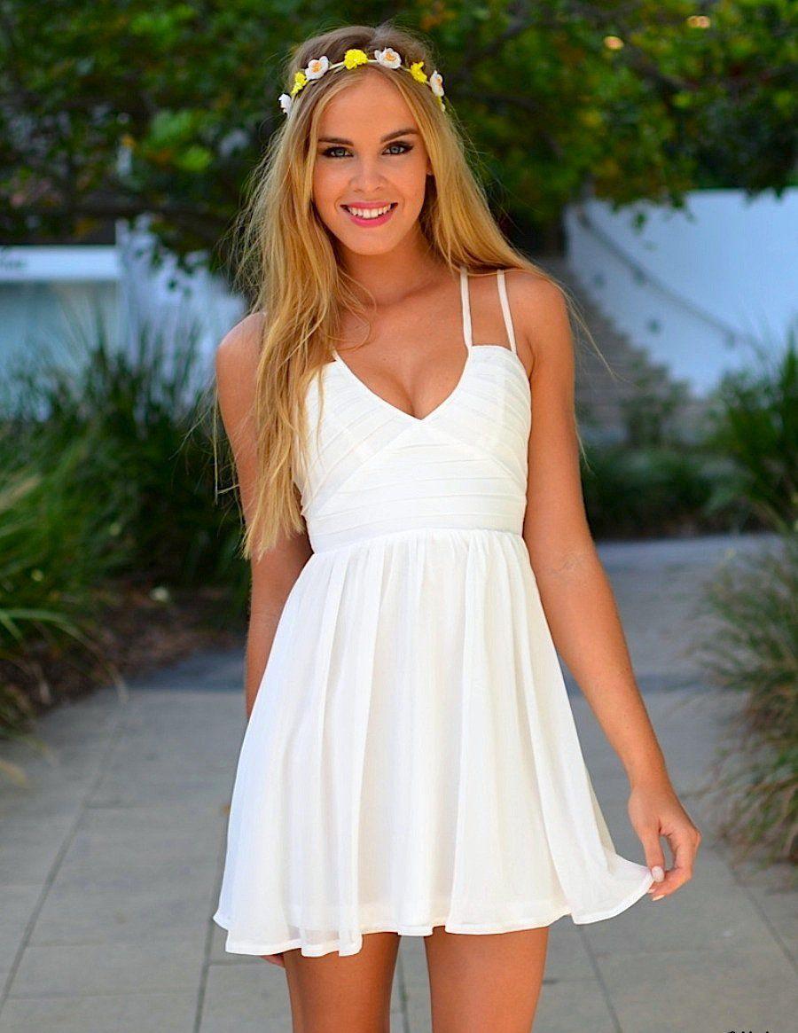 мода весна лето 2018 для женщин 30 лет: летний белый сарафан