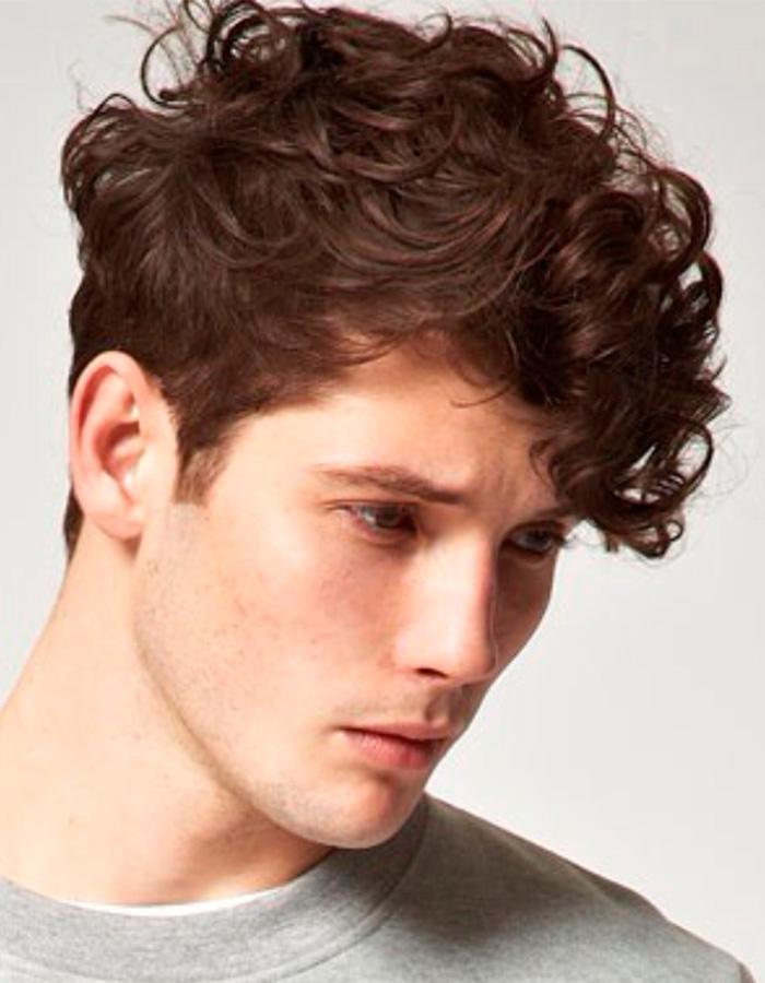 мужские стрижки 2018 2019 модные фото: стрелец на кудрявые волосы
